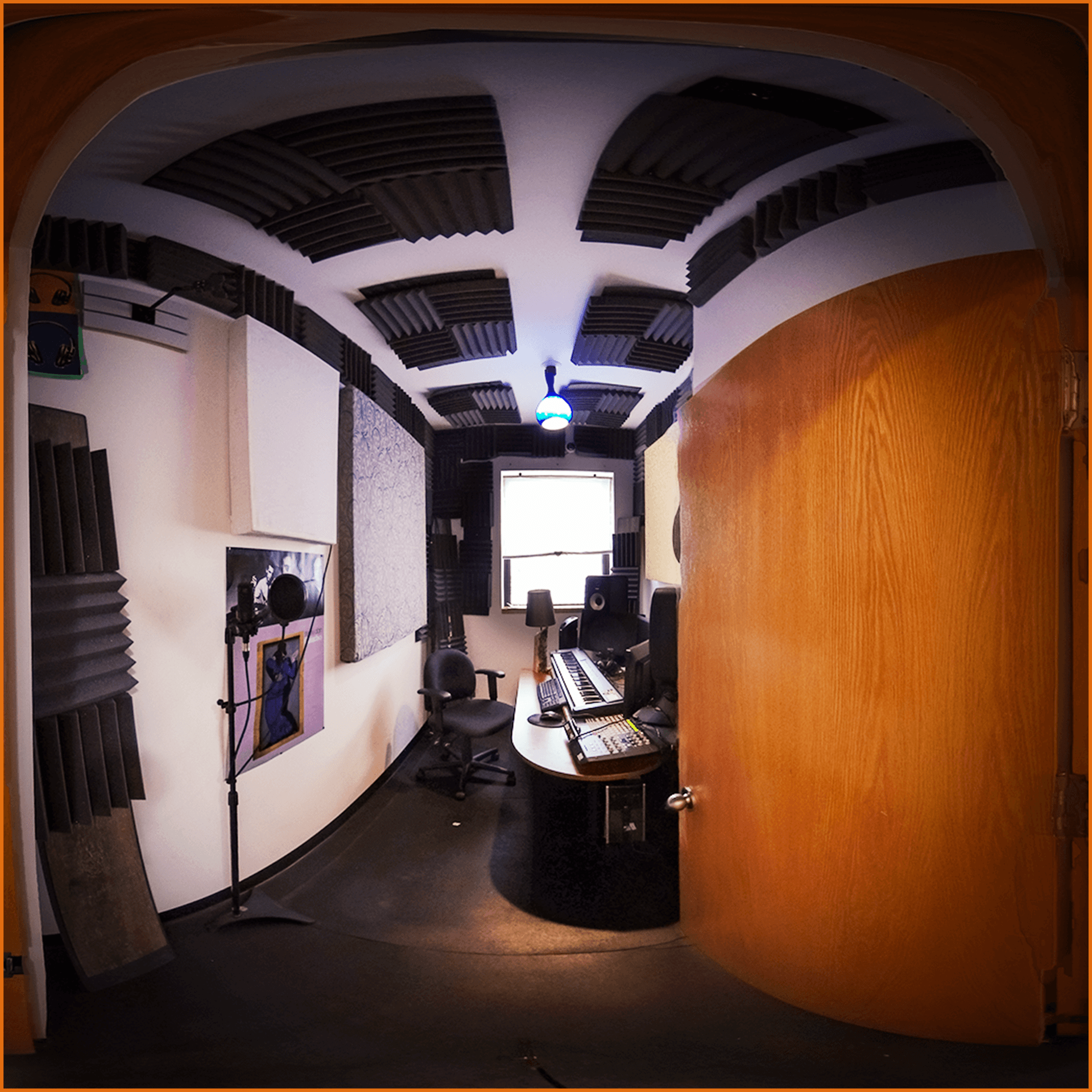 Studio de mixage et de montage avec accessoires pour autoproduction